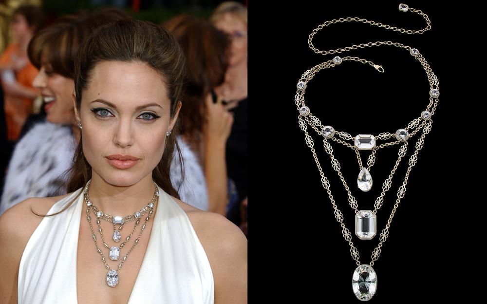 Angelina-e-colar-Athena